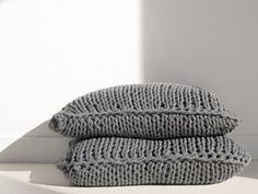 Knitt Cushions Brentford, Deco, Sweet Home, Beanie, Cushions, Textiles, Knitting, Guest Room, Crafts