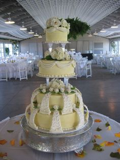 pillar wedding cakes   wilton style wedding cake a bride picked this cake out of one of my ...