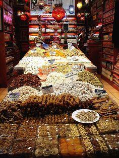 22. Il mercato egiziano delle spezie : Mısır Çarşısı in turco, spezie , dolci , noci e frutta secca di ogni tipo!