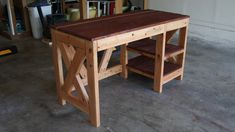 DIY Farmhouse Desk plans that will make your home office pop! Need an office farmhouse desk to spice up the home office? These DIY Desk Plans will make your office come to life. Diy Wood Desk, Rustic Desk, Diy Desk, Woodworking Furniture Plans, Woodworking Projects Diy, Woodworking Tools, Diy Projects, Homemade Desk, Diy Office Desk