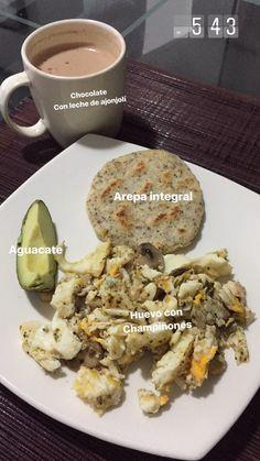 Arepa integral con huevos y aguacate 🥑 🍳 🍘