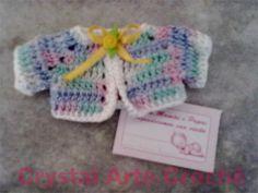 Lembrancinha de Maternidade  Mini casaquinho de crochê, confeccionado com linha 100% algodão de ótima qualidade.  Aceita-se encomendas pelo e-mail: marciacrystal2014@gmail.com