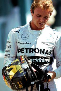 Tifo  x  lui  Nico Rosberg  ma  di  diventare  campione del mondo il  tedesco  non ne  sente  l'esigenza!!!!!   :-) ;-)