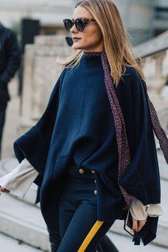 Street style à la Fashion Week automne-hiver 2017-2018 de Paris Olivia Palermo rouge à lèvres bordeaux sombre