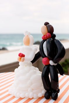 Mini balloon bride & groom! Too cute...