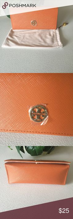 🌻Authentic Tory Burch Sunglass/Eyeglass Case NWOT 🌻Authentic Tory Burch Sunglass/Eyeglass Case w/ Dust Pouch. Never used..new! Orange with gold embellishments. Super cute! No visible or known flaws. Tory Burch Accessories Glasses