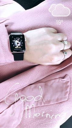 All Apple Products, Apple Watch Fashion, Iphone Watch, Iphone Gadgets, Disney Magic Bands, Accessoires Iphone, Apple Watch Accessories, Arm Party, Smartwatch