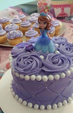 Princess Sofia Cake and Cupcakes Sofia The First Birthday Cake, Tea Party Birthday, Birthday Cake Girls, 5th Birthday, Birthday Ideas, Princess Sofia Cake, Princess Tea Party, Cupcakes Princesas, Royal Tea Parties