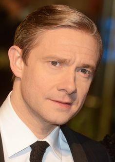 Martin Freeman at the New York premiere of The Hobbit: An Unexpected Journey (December 6, 2012) // His eyes are so beautiful! Description…