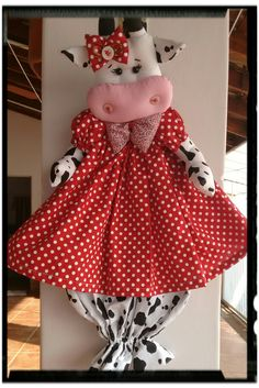 Vaca recolectora Crochet Dolls Free Patterns, Sewing Patterns, Farm Crafts, Diy And Crafts, Diy Plastic Bag Holder, Cow Craft, Sewing Crafts, Sewing Projects, Farm Quilt