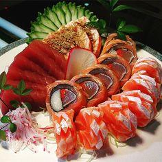Pin by Rubemktanaka on Sashimi in 2020 Food Plating Techniques, Jai Faim, Japanese Food Sushi, Sashimi Sushi, Sushi Love, Sushi Party, Salmon Sushi, Love Is In The Air, Sushi Rolls