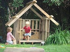 Fort made from recycled pallets...love the idea.  Needs some tweaking.