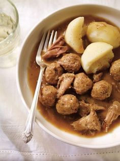 Recette de Ricardo de ragoût de boulettes et de pattes de cochon