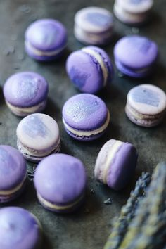 Lavender macarons are the perfect French combination of delicate confectionery and an iconic scent and flavour. Here are our favourite Lavender Macaron recipes. Meringue, Lavender Macarons, Macaron Boxes, Biscuits, Whipped Butter, Edible Glitter, Glitter Top, Glitter Makeup, Thing 1