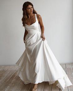 Off White Wedding Dresses, Plain Wedding Dress, Minimalist Wedding Dresses, Wedding Dresses Plus Size, Elegant Wedding Dress, Best Wedding Dresses, Elegant Dresses, Bridal Dresses, Timeless Wedding Dresses