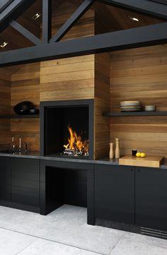 Cuisine extérieure design en bois et meubles noir