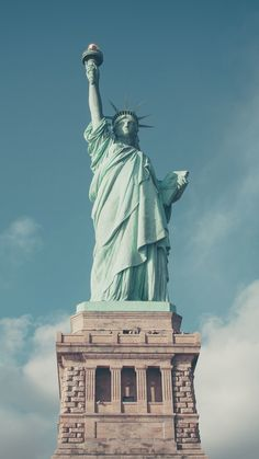 Statue of Liberty, NYC ★ Find more travelicious wallpapers for your #iPhone + #Android @prettywallpaper
