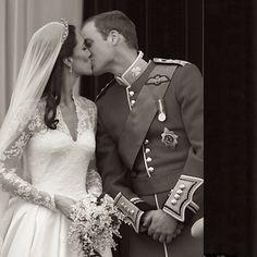 Bride of the day! A @santteestilo adora o casal real e deseja muitas felicidades e bênçãos para o bebê que está a caminho! - @santteestilo- #webstagram