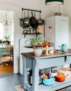 In Portland, an Victorian Fit for Four Check more at decorazioni. In Portland, an Kitchen Dining, Kitchen Decor, Eclectic Kitchen, Boho Kitchen, Kitchen Ideas, Casa Retro, Home Design Decor, House Design, Interior Design