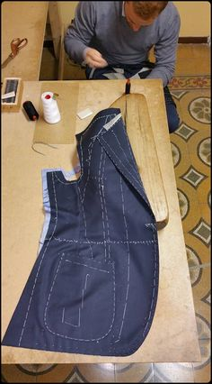 Tailoring Techniques Sewing Techniques Techniques Couture Altering Clothes Pattern Making Sewing Hacks Sewing Projects Sewing Rooms Dress Patterns Tailoring Techniques, Techniques Couture, Sewing Techniques, Bespoke Suit, Bespoke Tailoring, African Men Fashion, Mens Fashion, Tactical Suit, Couture Sewing