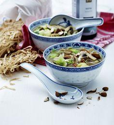 Asiatisk nuddelsuppe med blomkål og forårsløg   Skøn suppe med grønsager Asian Recipes, Foodies, Snack Recipes, Food And Drink, Vegan, Vegetables, Tableware, Kitchen, Supper