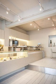 Cozy office cafe in small space 1 - Home Decor Bakery Shop Interior, Cafe Interior Design, Cafe Design, Modern Interior, Small Restaurant Design, Cozy Office, Cafe Concept, Cozy Cafe, Coffee Shop Design