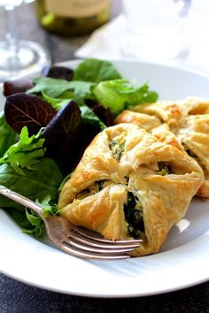 This Chicken Spinach and Artichoke Puff Pastry Parcels recipe is brunchin' perfection.