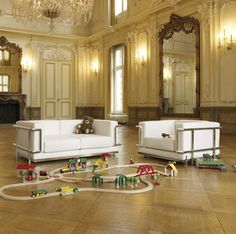 If It's Hip, It's Here: Mature Style For Your Mini Me: Modern Furniture Design Classics for Kids