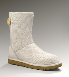 UGG WOMENS MOUNTAIN QUILTED SHORT $160