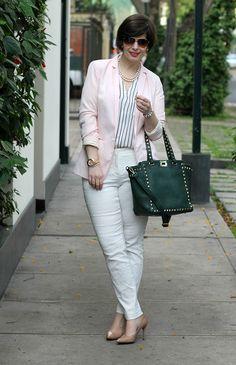 Divina Ejecutiva: Mis Looks - Rosado, blanco y verde #divinaejecutiva #ootd #workinggirl #officeattire #workingstyle #workinglook #aboutalook #pants #jaquard #nudestilletos #charmbijoux #ss14 @lasmorzan