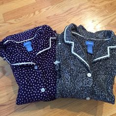 Bundle Vera Wang flannel pj's 2 sets of Vera Wang flannel loungewear. Full button tops, elastic waist bottoms with adjustable ribbon drawstring. Grey/black animal print. Purple/white dots. Excellent condition. Pricing is for BOTH. Will separate. Vera Wang Intimates & Sleepwear Pajamas