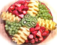 everyday donna: Make A Pretty Pineapple Fruit Platter