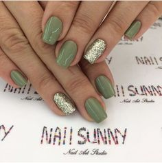 Love this nail and come @christygreenhaircut to get this nail too! Ps love nail sunny video!