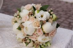 ΑΝΘΟΔΕΣΜΗ ΝΥΦΙΚΗ ΜΕ ΠΑΙΩΝΙΕΣ Wedding Flowers, Wedding Dresses, Bouquet, Wedding Bride, Wedding, Bride Dresses, Bridal Gowns, Weeding Dresses, Bouquet Of Flowers