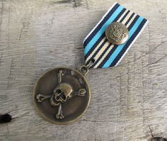 Military Blue Strip Ribbon Bronze Skull Brooch with safety pin Pirate blue ribbon Bronze Skull Brooch for clothing decoration