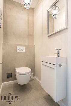 Badkamer met rond bad en muren in de Beton Cire, Het Badhuys | Het Badhuys Laundry In Bathroom, Basement Bathroom, Bathroom Interior, Small Bathroom, Arch Interior, Interior Decorating, Luxury Toilet, Toilet Room, Toilet Design