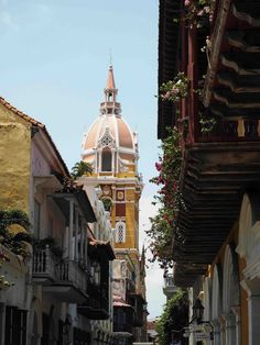 Alicioustravels: The streets of Cartagena (Colombia) - Aliciouslog Bucket, Walking, Explore, Street, Travel, Cartagena Colombia, Viajes, Walks, Destinations