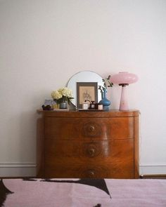 Creative Home Decoration pink vintage lamp on pretty vintage dresser in bedroom. / sfgirlbybay Home Decoration pink vintage lamp on pretty vintage dresser in bedroom. Bedroom Vintage, Home Bedroom, Bedroom Decor, Bedroom Furniture, Teen Bedroom, Kitchen Furniture, Espace Design, Vintage Lamps, Home And Deco
