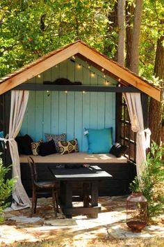 petit jardin zen avec mobilier en bois