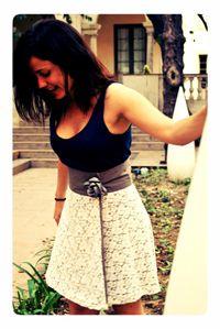 Una falda versátil - con el encaje blanco por dentro o por fuera. Está dentro de mis 33 de esta temporada :)