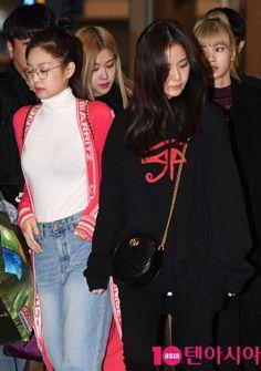 South Korean Girls, Korean Girl Groups, Blackpink Thailand, Blackpink Fashion, Womens Fashion, Divas, Blackpink Jisoo, Blackpink Jennie, Yg Entertainment