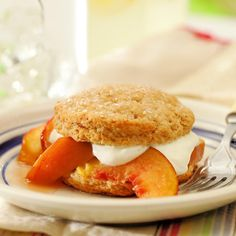Brown Sugar Peach Shortcakes Brown sugar-sweetened shortcakes with fresh, ripe peaches and a lightly sweetened cream topping that's reminiscent of crème fraîche is the perfect ending to a summer meal. Brown Sugar Peaches, Plums And Peaches, Peach Shortcake, Shortcake Recipe, Healthy Dessert Recipes, Sweet Desserts, Vegan Desserts, Breakfast Recipes, Peach Frozen Yogurt