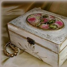 Pink roses antique jewelry box