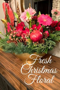 Fresh Christmas Floral with Pomegranates — Trendy Tree