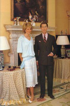 October Prince Charles and Princess Diana in their drawing room at Kensington Palace Princess Diana And Charles, Princess Diana Family, Princes Diana, Princess Anne, Royal Princess, Prince And Princess, Princess Of Wales, Prince Charles, Prince Harry