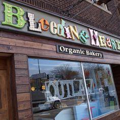 i wanna go to bleeding heart chicago bakery so bad and order a smash cake!