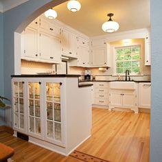 1940 Kitchen Design Ideas, Remodels & Photos