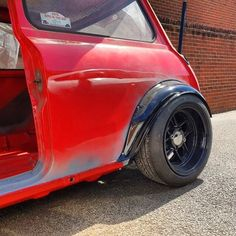 Its all about that stance. Dont forget we are at both & this. Mini Cooper Classic, Classic Mini, My Dream Car, Dream Cars, Mini Copper, A Gear, Mini Clubman, Car In The World, Say Hi