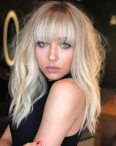 Platinum Shag With Straight Bangs Cool Hairstyles For Girls, Hairstyles For Round Faces, Cool Haircuts, Hairstyles With Bangs, Straight Hairstyles, Long Hairstyle, Beautiful Hairstyles, Large Forehead Hairstyles, Haircut For Big Forehead