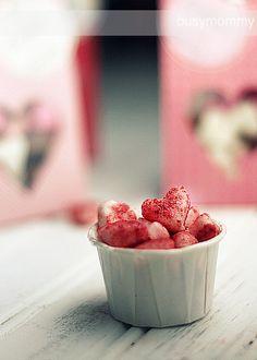 Cute, mini, glittery, homemade heart mints for Valentine's Day. Valentines Day Food, Homemade Valentines, Valentines For Kids, Valentine Desserts, Valentine Hearts, Valentine Ideas, Yummy Treats, Sweet Treats, Yummy Food